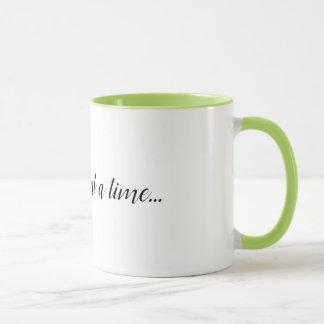Eine Tasse der Sache auf einmal