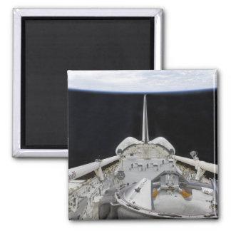Eine teilweise Ansicht der Raumfähre Quadratischer Magnet