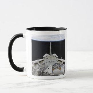 Eine teilweise Ansicht der Raumfähre Tasse