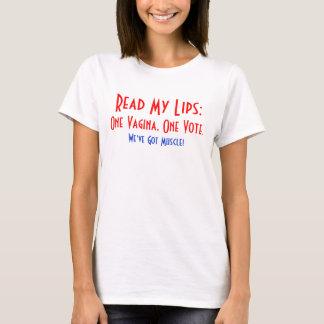 Eine Vagina, der ein T - Shirt der