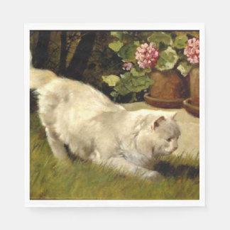 Eine weiße persische Katze, die einen Marienkäfer Papierserviette