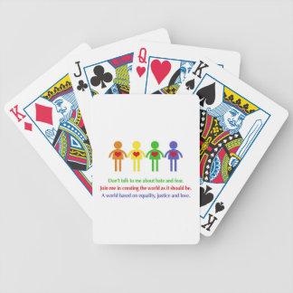 Eine Welt der Gleichheit, der Gerechtigkeit und Bicycle Spielkarten
