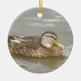 Eine Wildente-Schwimmen Rundes Keramik Ornament