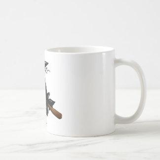 Eine wunderbare Hexe fliegt weg auf ihren Besen Kaffeetasse