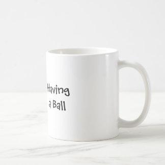 Einen Ball haben Kaffeetassen