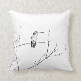 Einfach ein Kolibri auf einem Stock Kissen