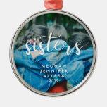 Einfache moderne Typografie-Schwestern mit Foto Rundes Silberfarbenes Ornament