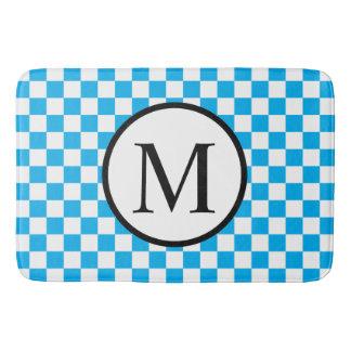 Einfaches Monogramm mit blauem Schachbrett Badematte