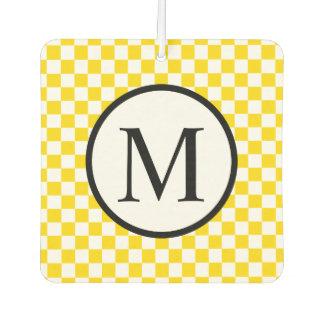 Einfaches Monogramm mit gelbem Schachbrett Autolufterfrischer