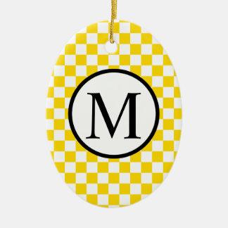 Einfaches Monogramm mit gelbem Schachbrett Ovales Keramik Ornament