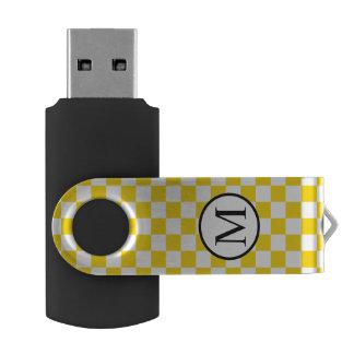 Einfaches Monogramm mit gelbem Schachbrett USB Stick