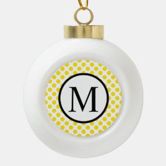 Einfaches Monogramm mit gelben Tupfen Keramik Kugel-Ornament