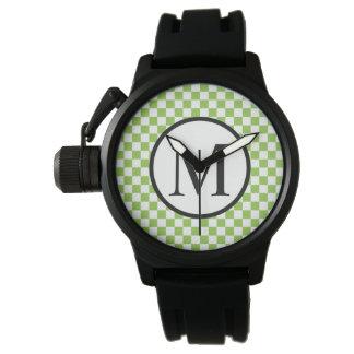 Einfaches Monogramm mit Gelbgrün-Schachbrett Uhr