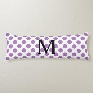Einfaches Monogramm mit Lavendel-Tupfen Seitenschläferkissen