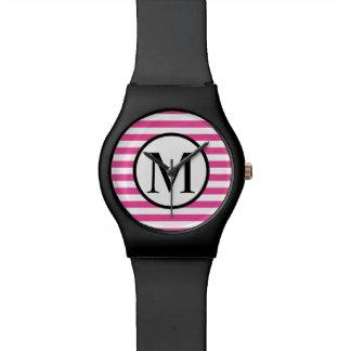 Einfaches Monogramm mit rosa horizontalen Streifen Uhr