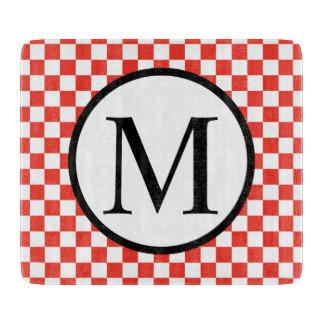 Einfaches Monogramm mit rotem Schachbrett Schneidebrett