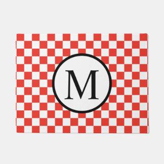 Einfaches Monogramm mit rotem Schachbrett Türmatte