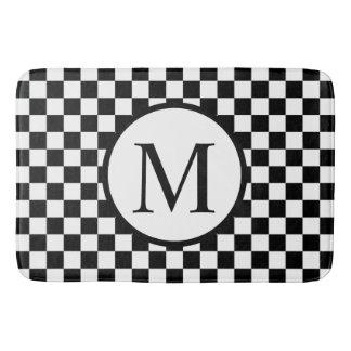Einfaches Monogramm mit schwarzem Schachbrett Badematte
