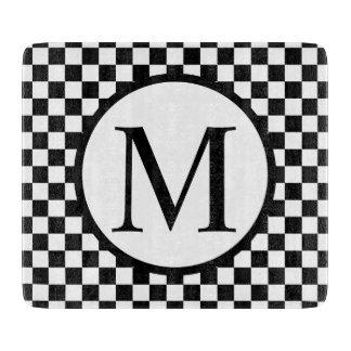 Einfaches Monogramm mit schwarzem Schachbrett Schneidebrett