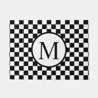 Einfaches Monogramm mit schwarzem Schachbrett Türmatte