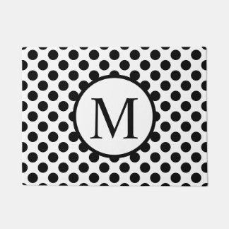 Einfaches Monogramm mit schwarzen Tupfen Türmatte