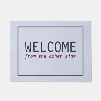 Einfaches Willkommen vom anderen Seite Türmatte