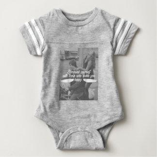 Einfassung sich ist glücklich baby strampler