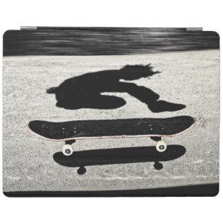 eingeschobenes Skateboard iPad Smart Cover