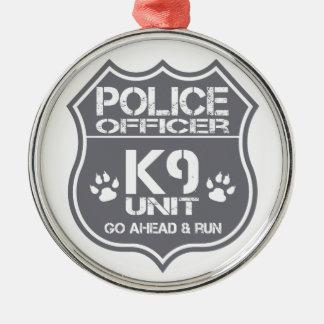 Einheit des Polizeibeamte-K9 gehen voran Lauf Silbernes Ornament