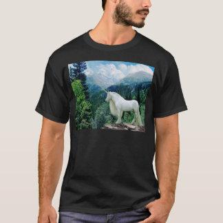 Einhorn in den Bergen T-Shirt