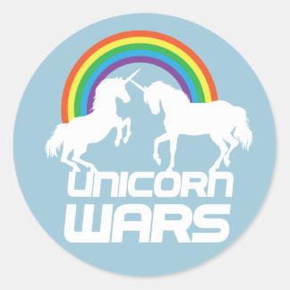 Einhorn-Kriege mit Regenbogen Runder Aufkleber
