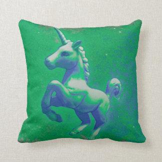 Einhorn-Wurfs-Kissen (glühend Smaragd) Kissen