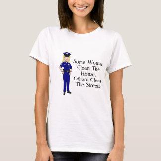 Einige Frauen säubern Polizei-Offizier-Spaß T-Shirt