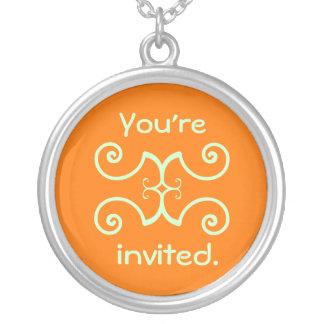 Einladung Halskette Mit Rundem Anhänger