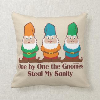 Eins nach dem anderen der Gnomes-lustige Entwurf Kissen