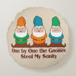 Eins nach dem anderen stehlen die Gnomes meine Rundes Kissen