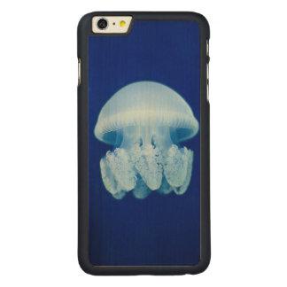 Einsame Quallen Carved® Maple iPhone 6 Plus Hülle