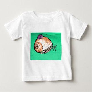Einsiedler-Krabbe mit einem Baby T-shirt