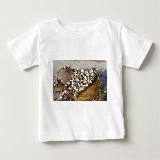 Einsiedlerkrabben in der Kokosnuss-Muschel Baby T-shirt