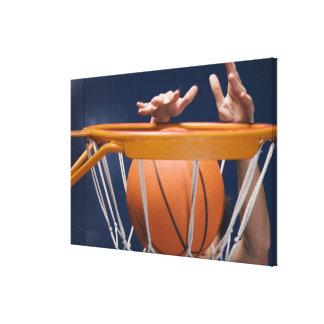 Eintauchender Basketball des Mannes Leinwanddruck