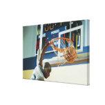 Eintauchender Basketball des Mannknalls Galerie Gefaltete Leinwand