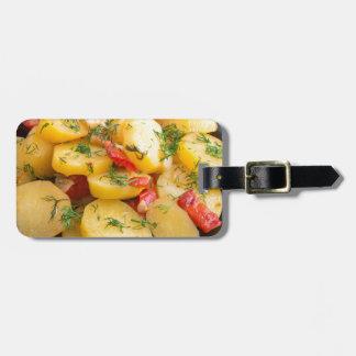 Eintopfgericht der Kartoffeln mit Zwiebel, grünem Kofferanhänger