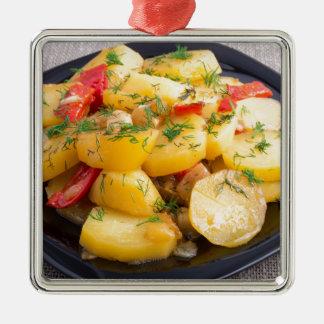 Eintopfgericht der Kartoffeln mit Zwiebel, grünem Quadratisches Silberfarbenes Ornament