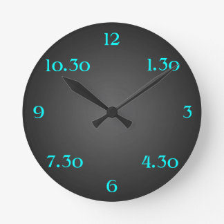 Einzigartige Designer-Uhr zwischen Zeit-modernem Runde Wanduhr