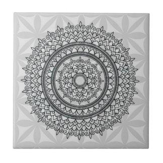 Einzigartige graue Blumenhand gezeichnetes Kleine Quadratische Fliese