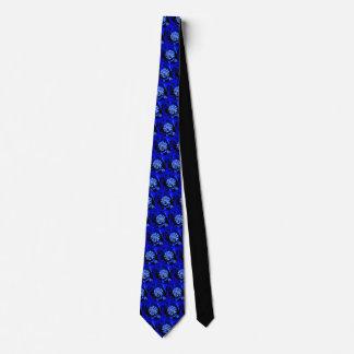 Einzigartiges alien-Blumenblau auf schwarzer Krawatte