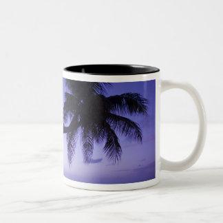 Einzige Palme am Sonnenuntergang, Zweifarbige Tasse