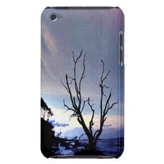 Einziger Baum auf Ufer iPod Touch Cover
