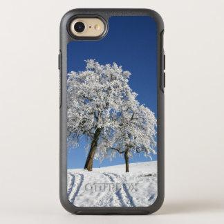 Eis bedeckte Bäume im Winter OtterBox Symmetry iPhone 7 Hülle
