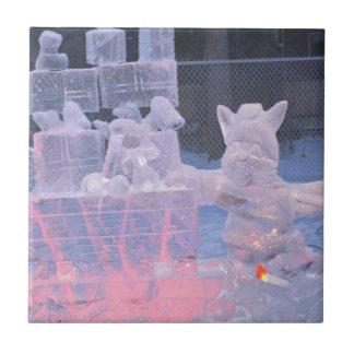 Eis-Skulptur-sportlicher Künstler, der arktische Fliese